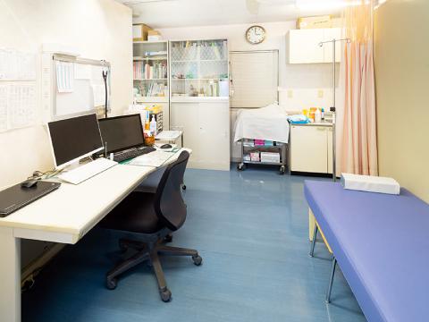 習志野市の大久保クリニック 診察室